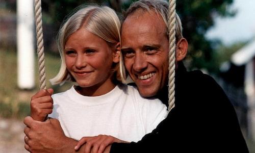 """Nostalgi! Just nu går det att se Ebba Hultkvist i genombrottsserien """"Skärgårdsdoktorn"""" i SVT:s Öppet arkiv. Självaste skärgårdsdoktorn spelades av Samuel Fröler."""