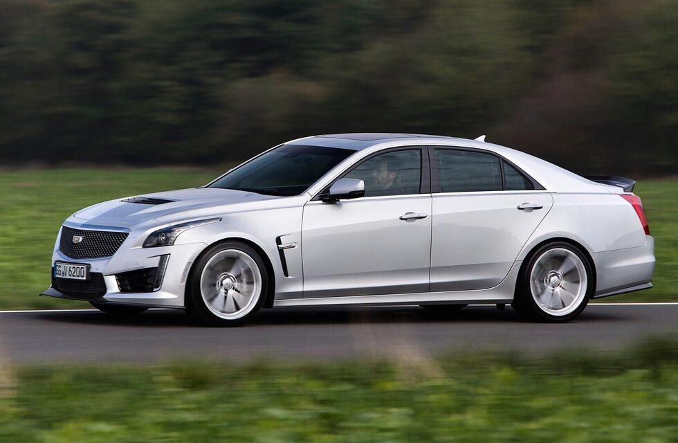 Den sveper runt längs vägarna kring München och letar efter villebråd. Helst BMW M5.