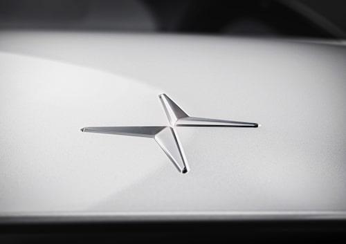 Denna teaserbild har Volvo och Polestar skickat ut tillsammans med pressmeddelandet. Det ser helt klart ut som att det är Polestars nya logotyp för de elektriska prestandabilarna. Med lite fantasi går det att se DS logotyp på bilden.