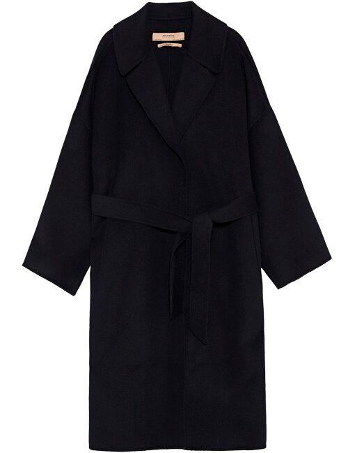 Svart höstkappa med sidfickor och veck i ryggen, 999 kr, Zara