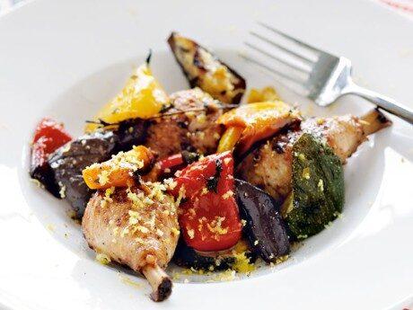 Kycklingdrumsticks  med medelhavsgrönsaker