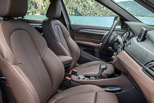 Du sitter högt i nya BMW X1 vilket ger en god  överblick.