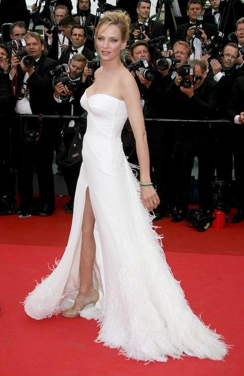 Uma Thurman på röda mattan i den omtalade Versace-klänningen.
