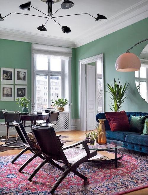 Utvalt och trivsamt. Etsningar ovanför matbordet av Rickard Nilsson, köpta under en vårsalong i Lund där Camilla studerade.
