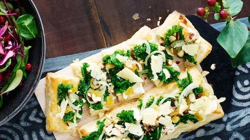 Recept på tarte med grönkål, hasselnötter, russin och lagrad ost.