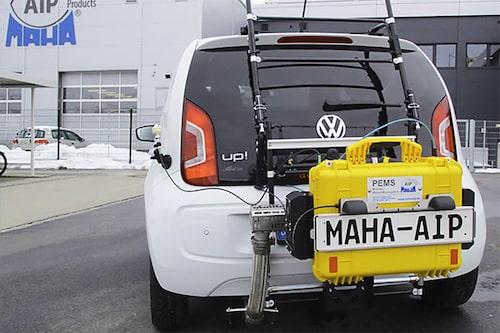Så kallad PEMS-utrustning vid RDE-test, det vill säga mätning vid verklig körning. PEMS står för Portable emissions measurement system och RDE för Real Driving Emissions. Foto: MAHA-AIP GmbH.