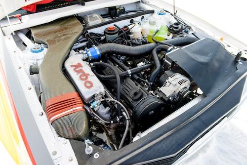 5 cylindrar, KKK 27 turbo och Bosch elektroniskt insprut är lika med 467 hästar och 670 Nm.