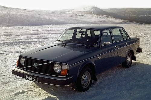 Volvo 240 (1974-1993)