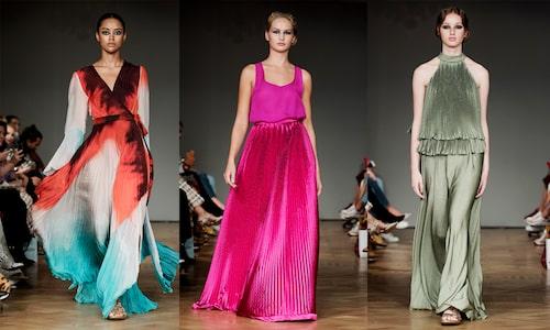 Böljande maxiklänningar är vad Jennifer Blom gör bäst.