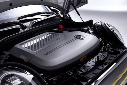 Elmotorn är mindre och lättare än motsvarande Mini-förbränningsmotor.