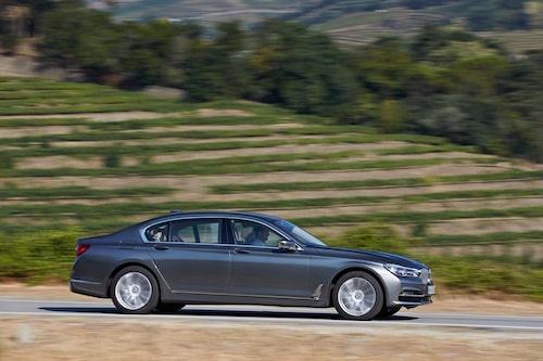 Sjätte generationen BMW 7-serie går under internkoderna G11 (kort) och G12 (lång).