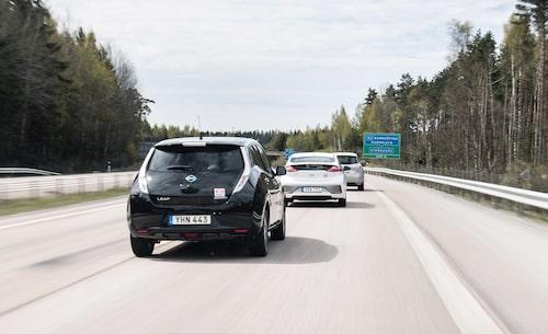 Med fler elbilar på vägarna försvinner stora skatteintäkter. Det är tänkt att stävjas med en ny skatt – kilometerskatten.