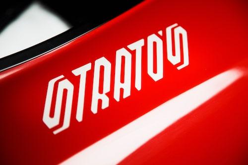 Typsnittet för logotypen hör till de mer extroverta, inget snack om den saken. Man undrar ju vad som hade hänt om bilen hetat Fiat och tillverkats i 5000 ex?
