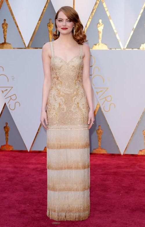 Emma Stone, vinnare i kategorin Bästa kvinnliga huvudroll för sin insats ii La la land, i klänning från Givenchy haute couture.