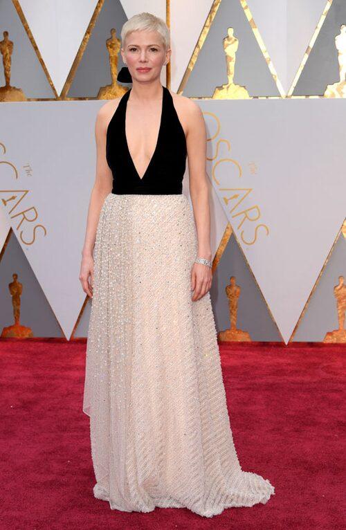 Michelle Williams, nomineradför sin biroll i Manchester by the sea, klädd i Louis Vuitton.