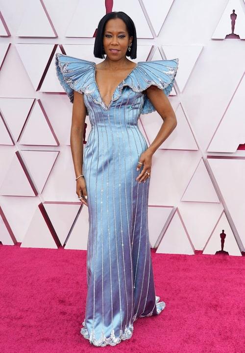 Regina King i blå klänning på Oscarsgalan 2021.