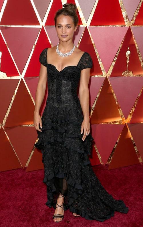 Alicia Vikander i klänning från Louis Vuitton.