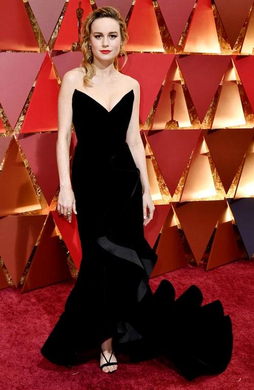Brie Larson i klänning från Oscar de la Renta.