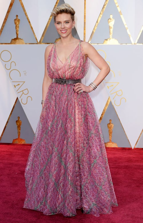 Scarlett Johansson klädd i Alaïa.