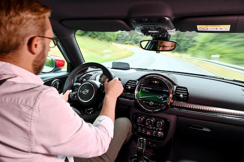 Borde inte 4,9 sekunder från 0 till 100 km/h kännas snabbt? Jo, för första gången är Mini nere och tassar på riktiga sportbilssiffror och att de gör det med en fyrhjulsdriven kombi som duger för en mindre barnfamilj förtjänar uppmärksamhet.