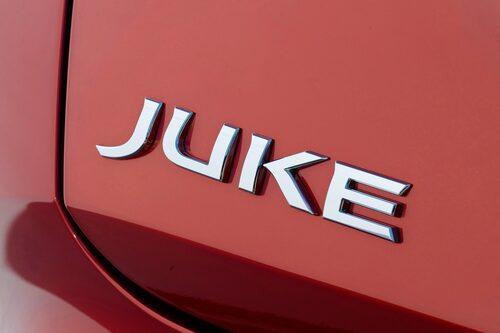 """Juke betyder """"fint"""" i amerikansk fotboll, samt är amerikansk slang för en enkel bar – tänk """"jukebox""""."""