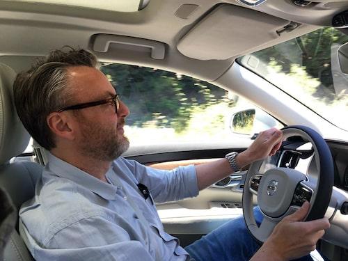 Nya Volvo V90 visar sig vara en trevlig bil att ratta med fina känsla i styrningen.