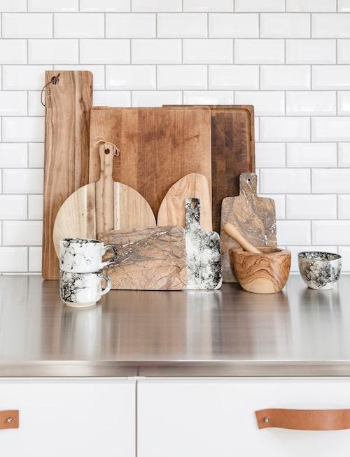 Vackra skärbrädor pryder köket