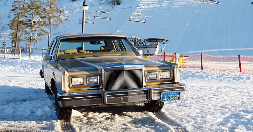 Vårt vinterskott Abe från 2008, en Lincoln Town Car från 1984.