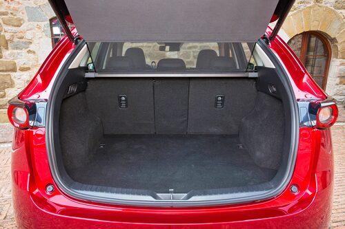 Stiligt bagageutrymme även om skärmhusen tar åt sig en del av platsen. 40/20/40 är rätt.