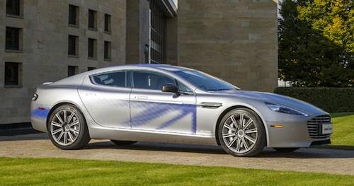 När Aston Martin visade upp elbilen som koncept för några år sedan kallade de den för RapidE, stort E i stället för litet som i vanliga Rapide. På senare tid har de börjat beskriva den som Rapide E.