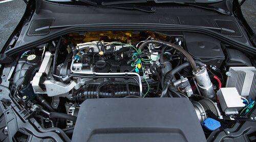 Så här ser motorrummet i en 450 hästkrafter stark Volvo ut.
