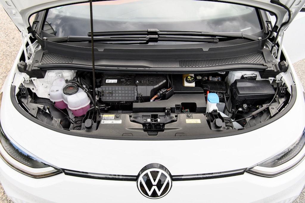 Volkswagen har inte tagit chansen att få ett förvaringsutrymme under huven, trots att motorn sitter bak.