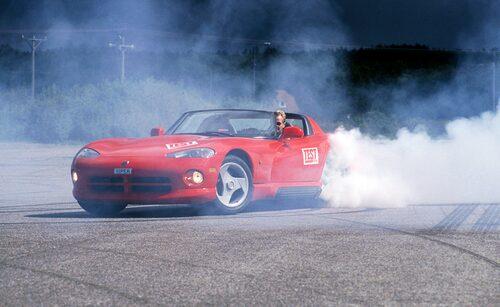 När vi testade Dodge Viper i Teknikens Värld nummer 17/1994 slog den rekord med sina 5,1 sekunder 0-100 km/h.