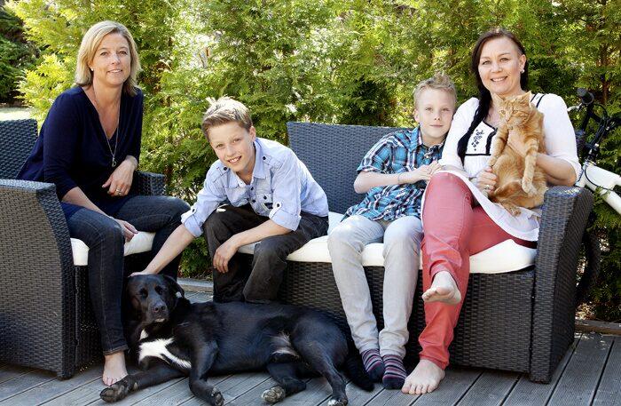 Jessica Devert (till höger) med sonen Adrian, kompisen Hanna och hennes son Hampus.