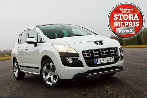 Plats 2: Peugeot 3008 HYbrid4. Motivering: Peugeot 3008 HYbrid4 är fint anpassad för svenskt bilkörande med snål  drivlina som även erbjuder fyrhjulsdrift. Med en attraktiv prislapp.
