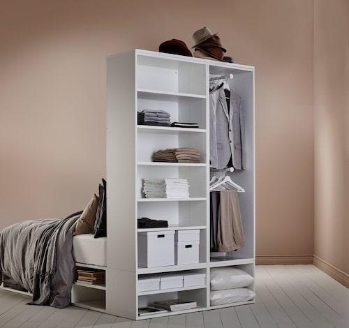 Sängstommen Platsa/Lätthet med förvaring och folierad yta, 5 145 kr.