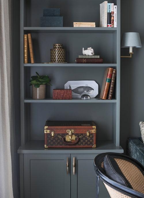 Koffert från 30-talet, från Louis Vuitton, inropad på auktion. Beslag i horn och mässing, Ochre.