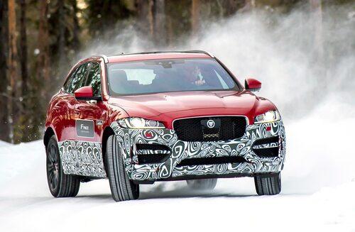 Fantastiskt rolig på is och skogsvägar. Jaguar F-Pace har gott om klös trots hårbollen i grillen.