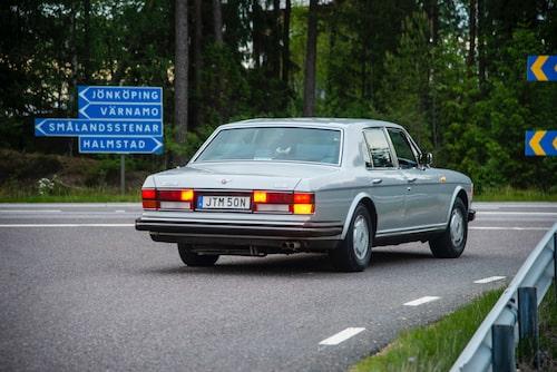 På presskonferensen 1985 höll Bentley effekten på Turbo R hemlig. Men man avslöjade att den var 50 procent högre än den likaledes hemliga effekten för Bentley Mulsanne med sugmotor.