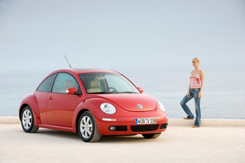 100621-vw-beetle-kvinnor