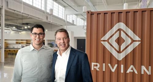 RJ Scaringe (Rivian) och Bill Ford (Ford) är så här glada över det nya samarbetet.