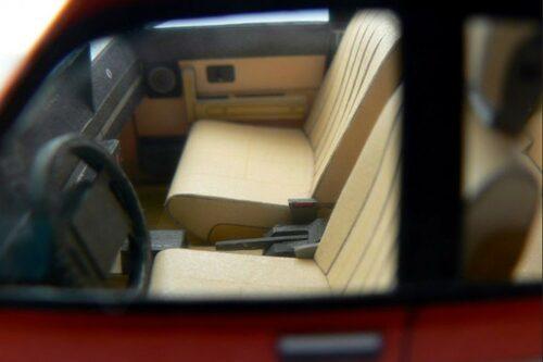 Förutom valet att bygga bilen höger- eller vänsterstyrd kan man lägga till automatlåda, elfönsterhissar och en rad specialfälgar, som till exempel de klassiska turbinfälgarna.