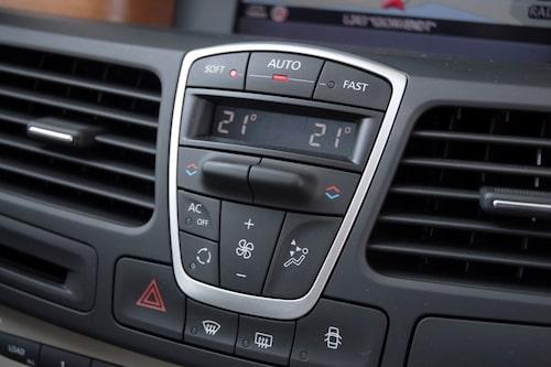 Klimatanläggningen går att köra i tyst läge (Soft), normalt läge (Auto) eller i Fast för snabb nedkylning.