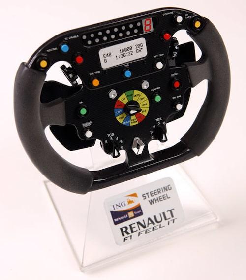 Andra priset är en Formel 1-ratt från Renault i nedskalad version som pryder vilken motorfantasts bord som helst.