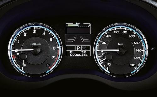 Hastighetsmätaren stoppar vid 180 km/h. Snabbare än så bör den nya Subarun kunna köras.