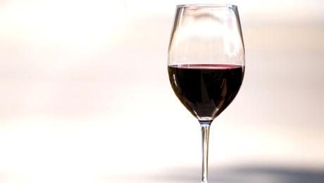 I Sverige fortsätter cirka 10 procent av gravida att konsumera alkohol under graviditeten.