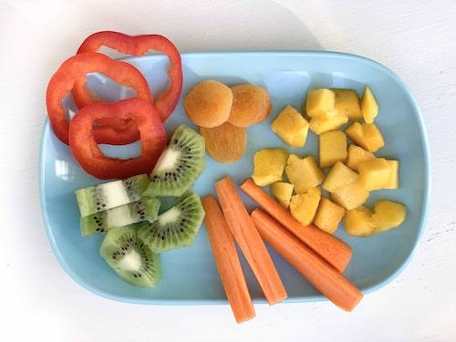 Barn blir ofta hungrigare mycket snabbare än vi vuxna och då är det praktiskt att snabbt få fram ett mellis. Det behöver inte vara komplicerat!