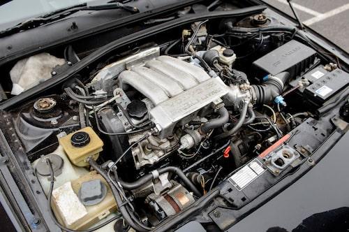 Den provkörda 480:n är från 1993 och under huven återfinns således motorn på två liter. Den ersatte motorn i ES 1992, medan Turbo behöll 1,7-litersmaskinen.