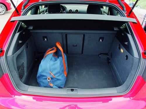 Bagageutrymmets golv kan sänkas ner ett snäpp. Från 365 till 1 100 liter ryms.