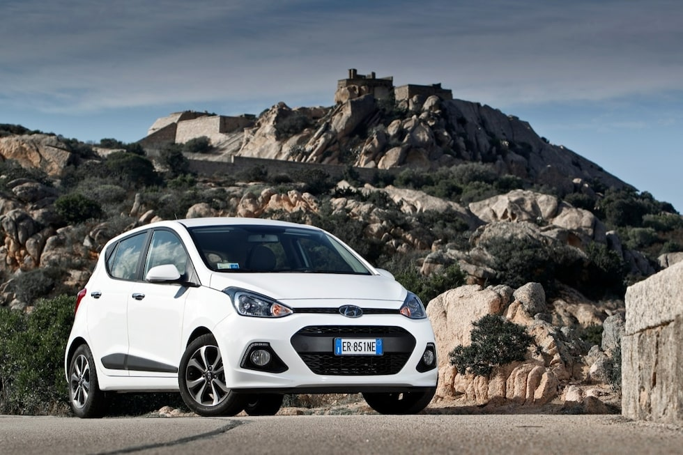 Hyundai i10 Premium har begåvats med LED-belysning som utsmyckning och som gör att bilen känns igen också i mörker.